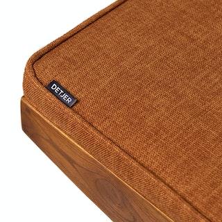 Detail Cushion Cognac ondarkenedteak